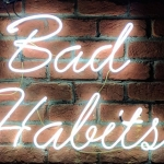Stoppen met snoepen / roken / … ? Lees: 'The Power of Habit'